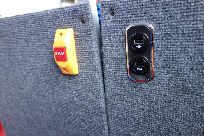バス内でUSB充電ができる