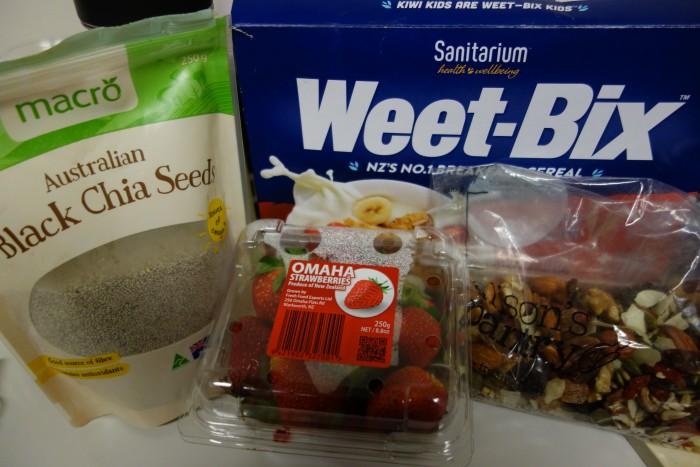 Weet-Bixとフルーツなど