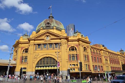 Melbourne カフェの街メルボルン、オシャレなトラムも走っています