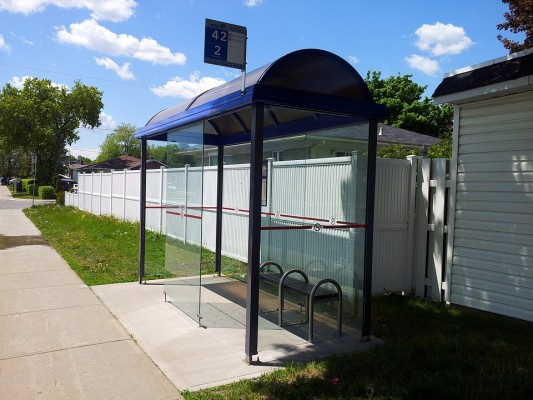 bus-stop-112203_960_720