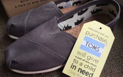 オシャレなだけじゃない!セレブにも人気のTOMS(トムス)の靴を愛用している5つの理由