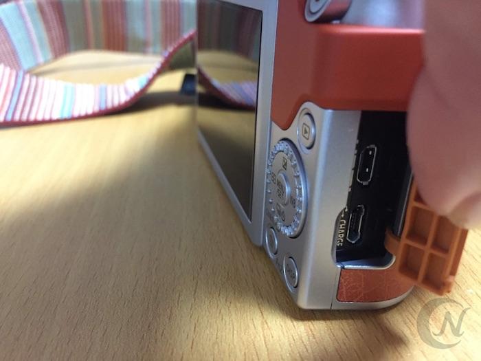 LUMIX GF10 チャージャーの差込口。USB充電対応。