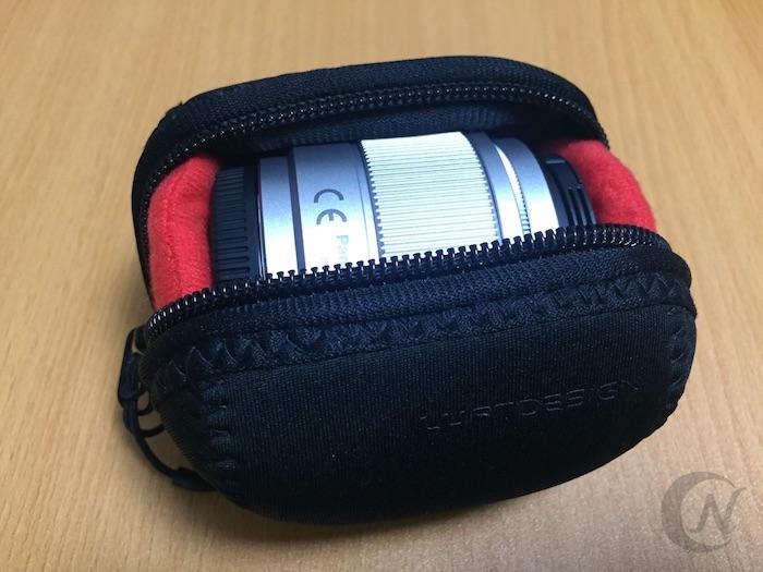 レンズ用ポーチには、単焦点レンズがぴったり収まった。