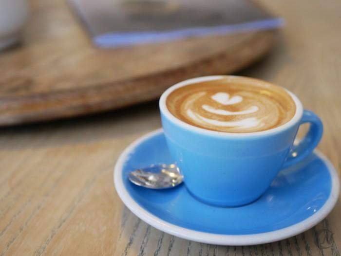 単焦点レンズを使って撮影したコーヒー
